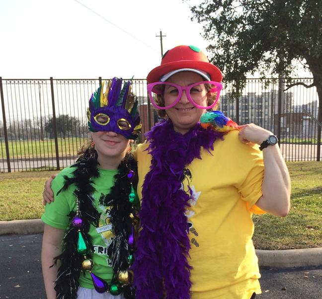 """Esther con su hija, en el carnaval. """"No todo es trabajo, también hay diversion."""""""