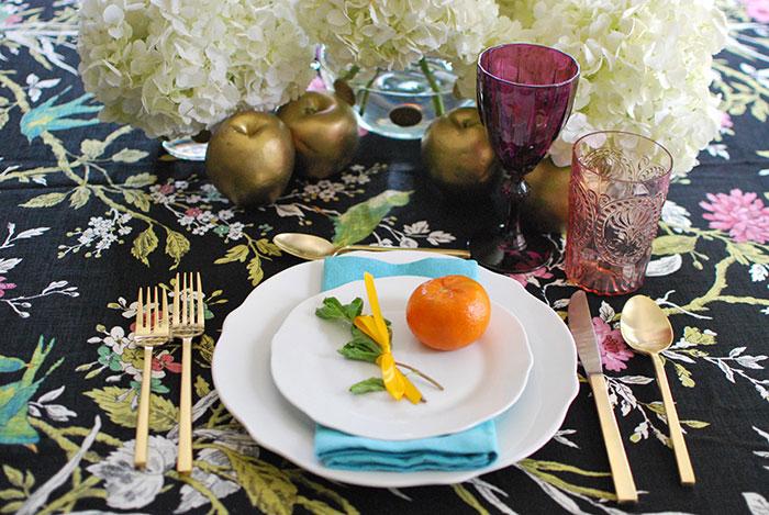 Get the Look: Shavuot Floral Tablescape  || Mesa de Shavuot: obtiene el look
